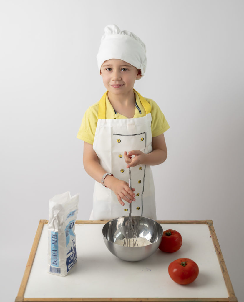 petit garçon habillé en petit cuisinier photographe enfant Houilles photographe Houilles