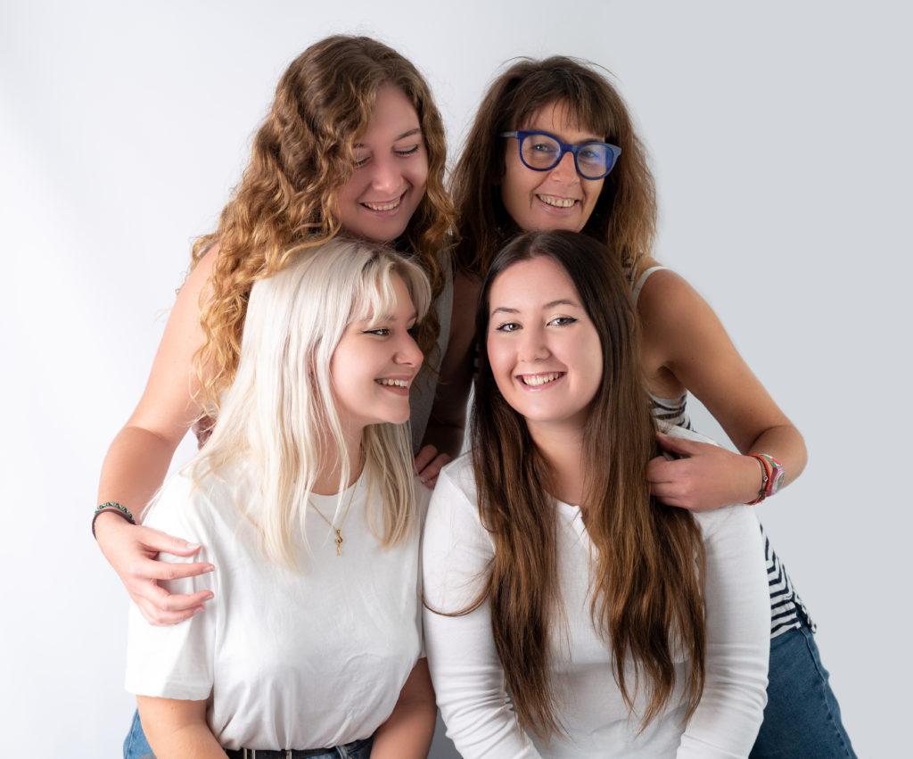 maman et ses trois grandes filles photographe famille Houilles Yvelines la Défense
